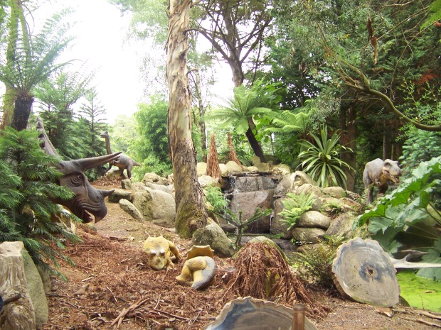 The Dinosaur garden - including tiny breathing triceratops